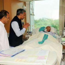अस्पताल मे भर्ती नारायण दत्त तिवारी से मिलने पहचे त्रिवेन्द्र सिंह रावत