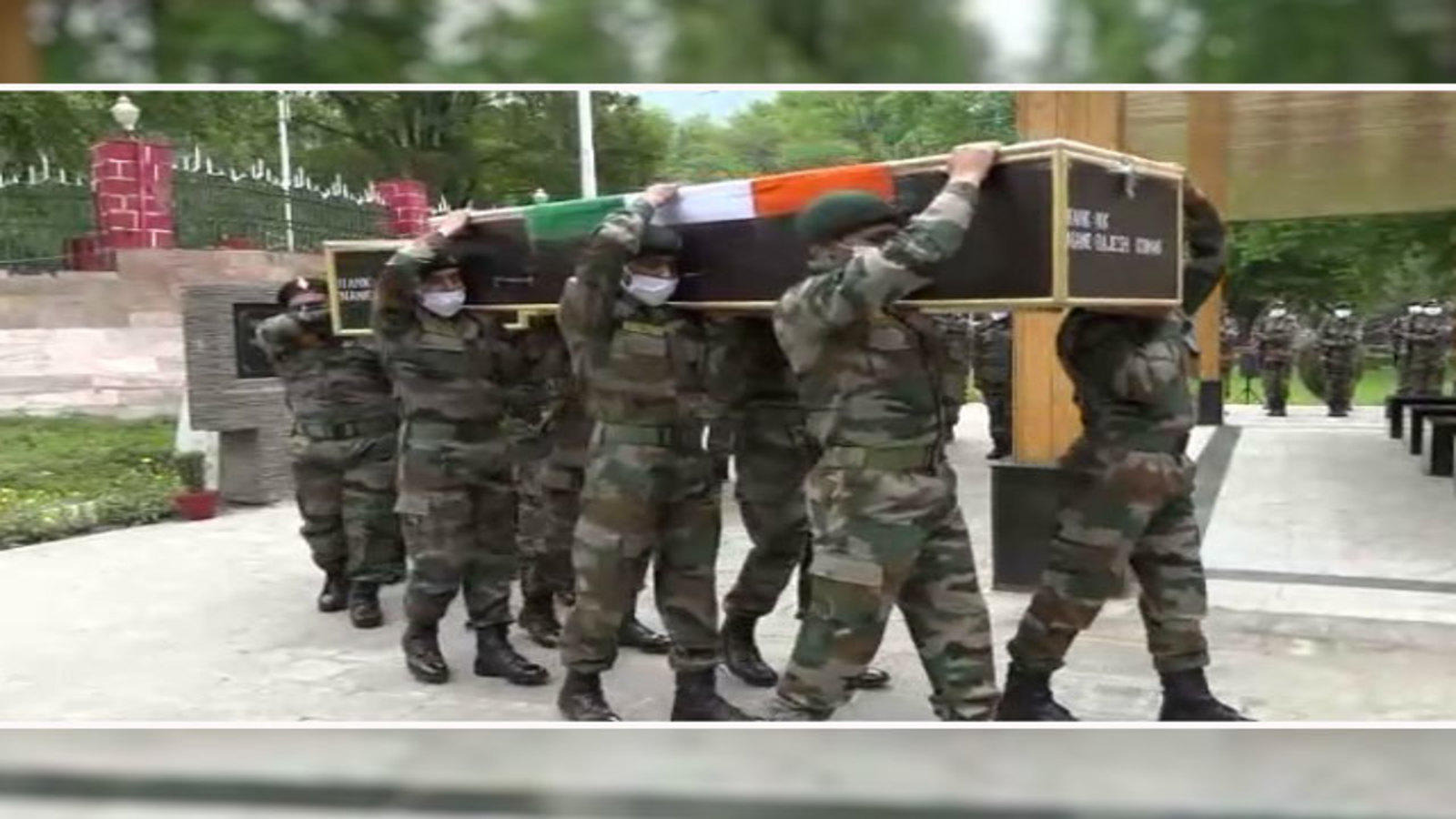 tribute-to-soldiers-martyred-in-handwara-encounter
