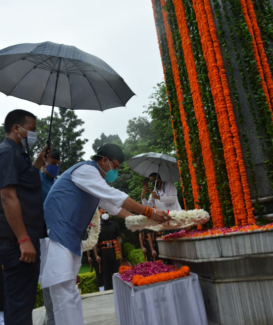 Chief-Minister-Shri-Pushkar-Singh-Dhami-pays-tribute-to-Kargil-martyrs-by-laying-wreath-at-Martyrs-Memorial